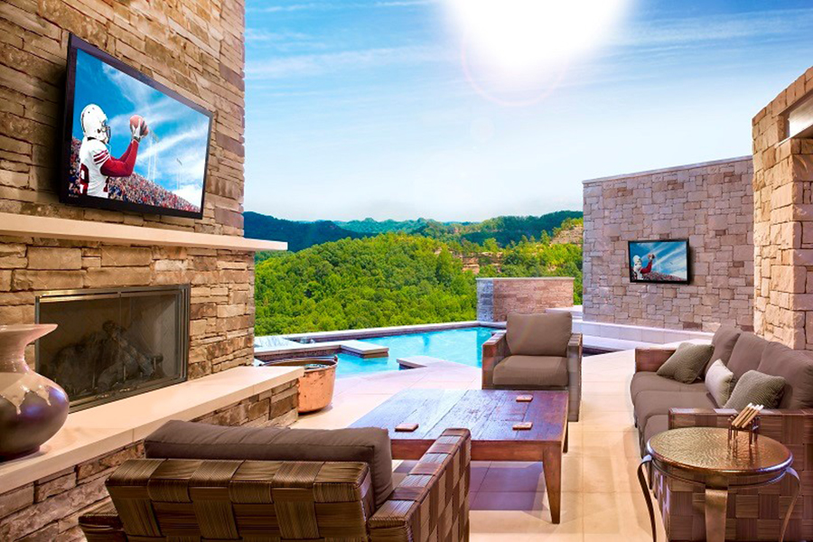 How to Design the Perfect Outdoor Media Room in the Woodlands