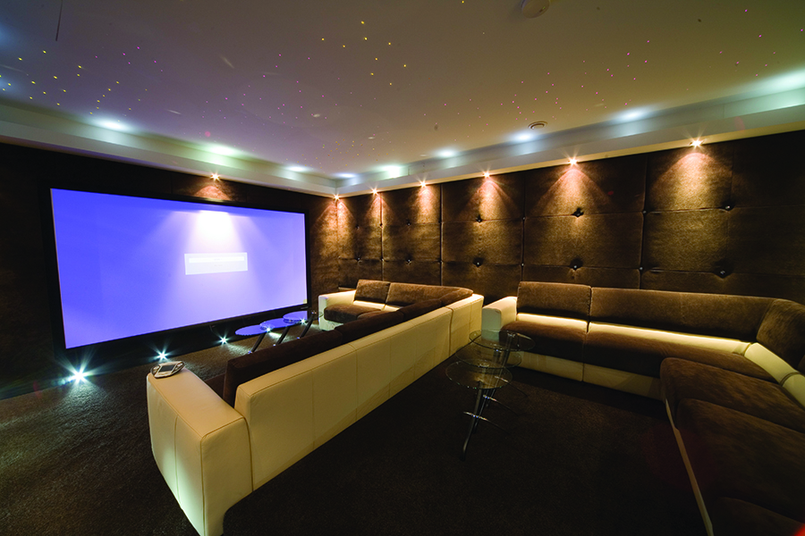 How to Choose the Right Screen for Your Dedicated Home Theater