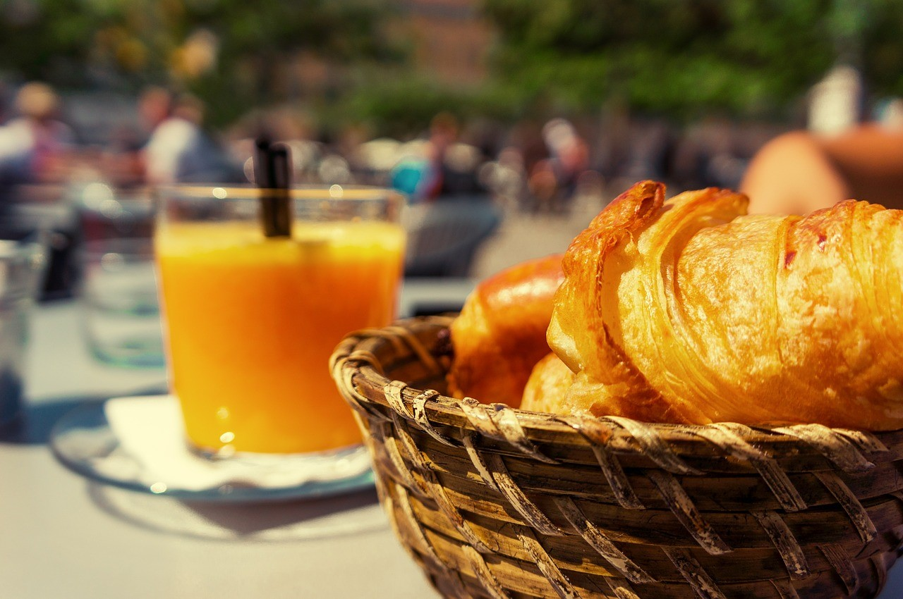 Outdoor Dining Experiences to Savor This Summer